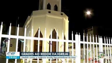 Grades em torno de igreja provocam polêmica na Praia de Iracema - Confira mais notícias em g1.globo.com/ce