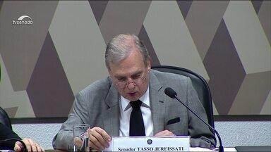 Relator da Previdência no Senado lê parecer favorável à proposta - Tasso Jereissati deixou para tratar previdência de servidores dos estados numa proposta paralela de emenda para não atrasar a tramitação da reforma.