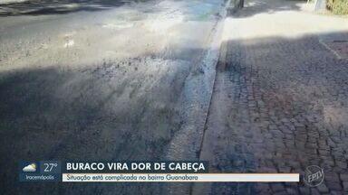 'Até Quando?': Moradora reclama de buraco na Rua Tiradentes - Situação complica a vida de motoristas que passam pelo local, no Bairro Guanabara.