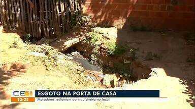 Moradores reclamam de esgoto na porta de casa - Saiba mais em g1.com.br/ce