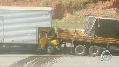 Outro acidente também provoca problemas no trânsito em Taubaté - Foi no km 109.