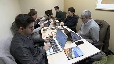 Startup cria plataforma para imprimir apostilas para estudantes de graça - Modelo de negócio é sustentado pela publicidade personalizada que acompanha o material.