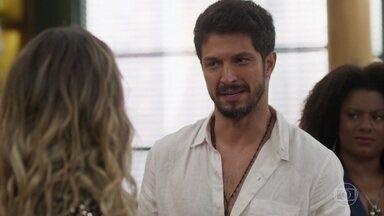Marcos tenta convencer Silvana a se arrumar para o lançamento do livro - Silvana cogita não lançar seu livro e sugere que o conteúdo pode ofender as pessoas citadas