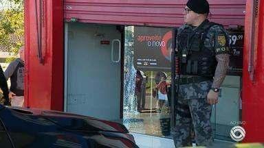 Loja de celulares é assaltada na manhã desta segunda (2) em Porto Alegre - Durante o crime teve troca de tiros.