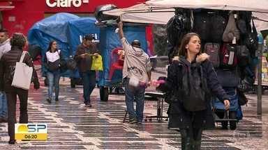 """Programa """"Tô Legal"""" completa 2 meses - Prefeitura de SP quer regularizar 45 mil vendedores ambulantes."""