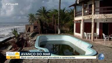 Nível do mar avança e causa estragos na praia de São Domingos, em Ilhéus - Moradores e comerciantes da região reclamam dos prejuízos provocados pela força da maré.