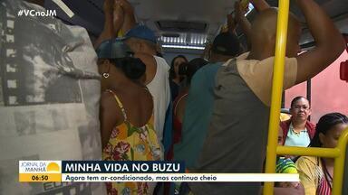 Usuários do transporte público de Cajazeiras reclamam da super lotação nos ônibus - Apesar de as novas linhas terem ar-condicionado, o trajeto continua desconfortável, pois os veículos recebem muitos passageiros de uma só vez.