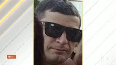 Pedreiro morre vítima de bala perdida no RJ - 'Acabaram de matar um trabalhador em cima da minha laje, o cara fazendo a minha laje', disse dono de imóvel na favela.