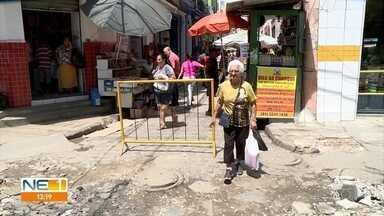 Pedestres aprovam mudanças no entorno do Mercado de São José e pedem novas reformas - Barracas foram retiradas do entorno do Mercado de São José no fim do mês de agosto, mas público que circula pelo local pede revitalização de calçadas e manutenção em esgoto.