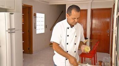 Chef de Luziânia ensina como fazer cebola recheada gratinada com catupiry - Prato é simples de fazer e é opção para almoço e até lanche da tarde.