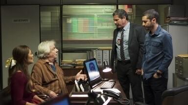 Camilo promete ajudar Maria da Paz a localizar suas sobrinhas - O delegado orienta o investigador a não se envolver com o caso