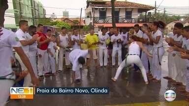 Festival de Capoeira movimenta orla de Bairro Novo, em Olinda - Chuva não desanimou participantes do evento na manhã deste sábado (7).