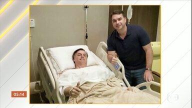 Jair Bolsonaro se recupera de cirurgia realizada neste domingo (8) - O presidente Jair Bolsonaro se recupera, em São Paulo, da cirurgia realizada neste domingo (8). O procedimento foi para correção de uma hérnia.