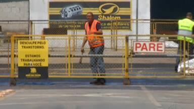 Passagem de nível da Avenida Cavalheiro Nami Jafet está interditada para obras - A liberação para carros e pedestres está prevista para as 17h, desta segunda-feira (9).