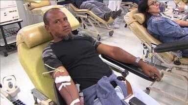 Hemocentro em Minas dá dica de como se vacinar contra o sarampo e doar sangue. - Especialistas dizem que é melhor doar sangue primeiro e depois se vacinar contra o sarampo. O tempo de espera entre a vacina e a doação é de 30 dias.