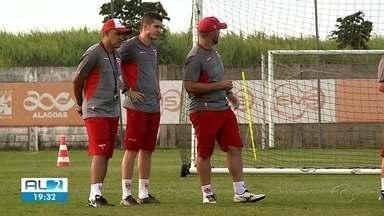 CRB tem desfalque para jogo contra o Brasil de Pelotas - Galo vai tentar a reabilitação no Rei Pelé