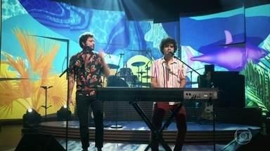 """George Sauma e Pedroca Monteiro cantam """"Que Se Chama Amor"""" - Dupla abre o 'Conversa com Bial'"""