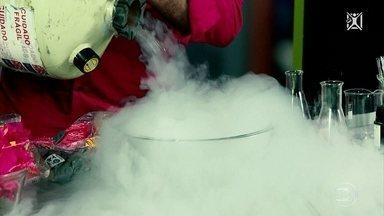 Projeto Educação: professor de química explica como congelar afeta os alimentos - Gilton Lyra explica que características retardam as reações químicas, um dos assuntos que aparecem na prova de química do Enem.