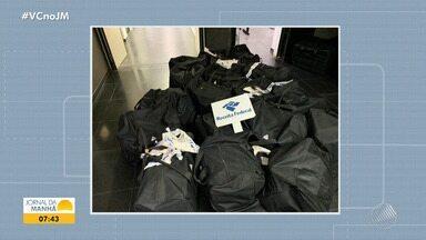 Receita Federal apreende mais de 800 quilos de cocaína no porto de Salvador - A droga foi encontrada na segunda-feira (9), dentro de bolsas, em meio a um carregamento de uvas, que seriam transportadas para a Holanda.