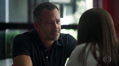 Agno afirma a Cássia que não pode arrumar uma namorada - A adolescente rompe relações com o pai