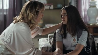 Cássia desabafa com Lyris - A adolescente acredita que foi usada pelo pai