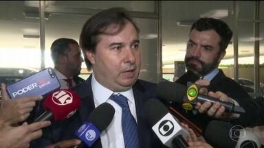 Autoridades criticam declaração de Carlos Bolsonaro sobre mudanças e democracia - Carlos disse que 'por vias democráticas, a transformação que o Brasil quer não acontecerá na velocidade que almejamos'. Autoridades do governo e do Congresso reagiram.