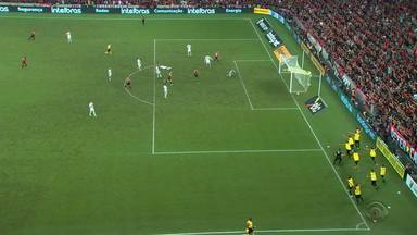 Confira alguns lances da partida entre Athletico-PR x Inter - Time paranaense venceu os colorados por 1 a 0.