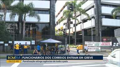 Funcionários dos Correios estão em greve - Paralisação atinge agências de todo o país.