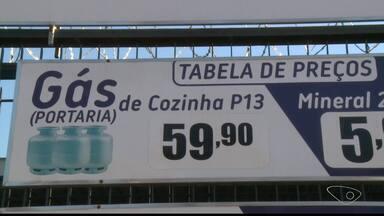 Gás de cozinha tem aumento de preço e pesa no bolso de moradores do Sul do ES - Reajuste foi de aproximadamente R$ 3.