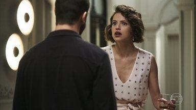 Jô tenta despistar Téo em relação a Fabiana - Patricinha se irrita quando fotógrafo pergunta se ela está sendo chantageada pela ex-noviça