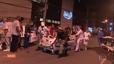 Bombeiros procuram por vítimas de incêndio em hospital no RJ - Bombeiros fazem varredura por todo o hospital em busca de mais corpos. Até o início da manhã desta sexta-feira, 11 mortes foram confirmadas.