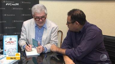 Escritor Fernando Vita lança novo livro em Salvador e promove sessão de autógrafos - A obra se chama 'República dos Mentecaptos'.