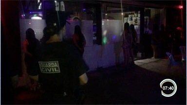Operação da polícia fecha duas casas de prostituição em Atibaia - Ação aconteceu nesta madrugada.