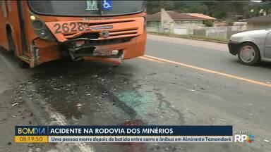 Uma pessoa morre em acidente entre um ônibus e um carro na Rodovia dos Minérios - Dois jovens ficaram feridos. O acidente aconteceu no trecho de Almirante Tamandaré.