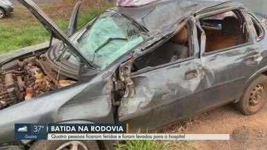 Colisão entre carro e picape deixa 4 feridos na Rodovia Abrão Assed em Ribeirão Preto - Segundo a Polícia Rodoviária, carro atravessou o canteiro central e bateu na picape.