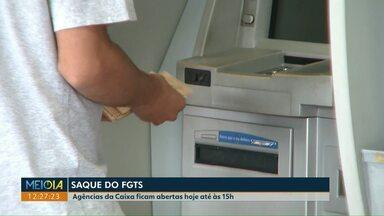 Saque FGTS: bancos abrem no sábado para atender trabalhadores - Mais de 33 milhões de pessoas têm direito a sacar R$ 500 do Fundo de Garantia. Segunda e terça os bancos vão abrir mais cedo, às 8 horas.