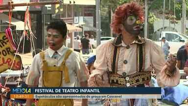 Apresentações do Festival de Teatro Infantil encanta crianças em Cascavel - Até domingo (15) tem muitos espetáculos de graça em vários lugares da cidade.