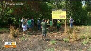 Em protesto, moradores após peixes aparecerem mortos em rio de Araguaína - Em protesto, moradores após peixes aparecerem mortos em rio de Araguaína