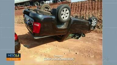 Caminhonete capota no PR 323 - Foi entre o distrito de Água Boa e o município de Doutor Camargo, na manhã deste sábado.