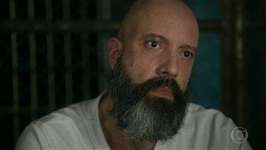 Gabriel acusa Dalila de ter matado Paul Abbás - O advogado conta para Almeidinha que foi ela mesma quem lhe confessou o crime