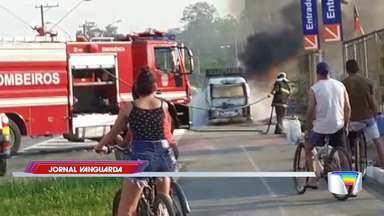 Kombi fica destruída após pegar fogo em Pindamonhangaba - Veja o vídeo.