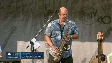 """EPTV 40 anos: saxofonista Derico apresenta turnê 'Music Truck' em Franca, SP - Show integra o programa """"Na Estrada com Derico"""", que comemora o aniversário da emissora."""