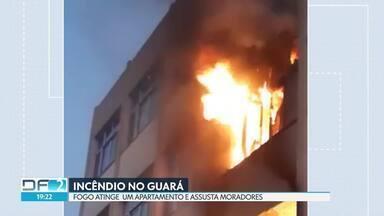 Incêndio destrói apartamentos em prédio do Guará - Testemunhas disseram que fogo começou em apartamento do primeiro andar e que as chamas se alastraram até o imóvel de cima. Ainda não se sabe qual foi a causa.