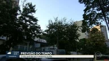 Terça-feira (17) deve ser de sol e ventania no Rio de Janeiro - O dia começa com tempo abafado e o vento pode chegar a até 60 Km/h. A temperatura máxima prevista para a região metropolitana é de 34ºC. Confira a previsão do tempo para todo o estado.