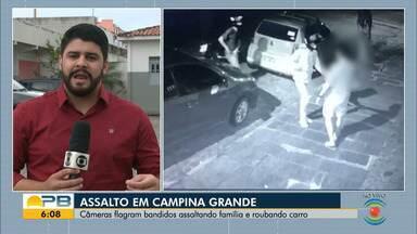 Dupla armada rouba carro e pertences de família em residência de Campina Grande - Ação foi registrada pelo sistema de segurança. Polícia suspeita que um dos homens usava tornozeleira eletrônica.
