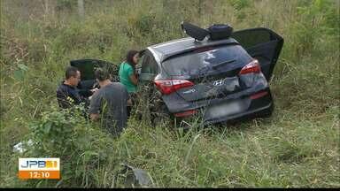 Acidente na BR 230 na Paraíba - Motorista disse que faixa de publicidade tirou a visão da pista.