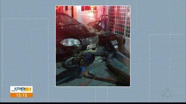 Na Paraíba motorista perde controle do carro e atropela casal na frente de restaurante - O motorista declarou que perdeu o controle do carro.