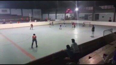 Jogadores de hóquei de Santos disputam primeira etapa do Campeonato Paulista - Os duelos foram realizados na Portuguesa de Desportos, em São Paulo.