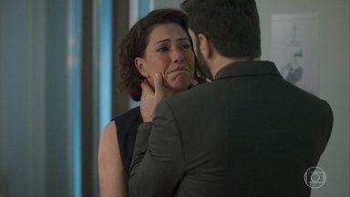 Nana se surpreende ao escutar Alberto chamar por Paloma - Nana quer que Alberto esqueça Paloma