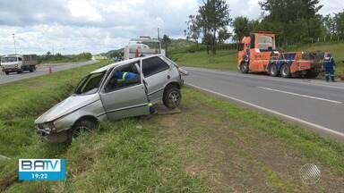 Destaques do dia: Carro cai em vala e dois ficam feridos na BR-324 - Confira este e outros destaques da terça-feira (17).